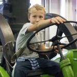 mezőgazdasági-gép szerelő